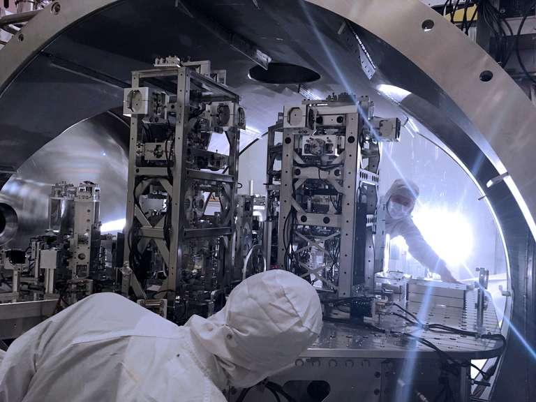 Image credit: LIGO/Caltech/MIT/Jeff Kissel,https://www.ligo.org/news/images/LIGO_2488-B1-HomePage-NEWS-WEB.jpg